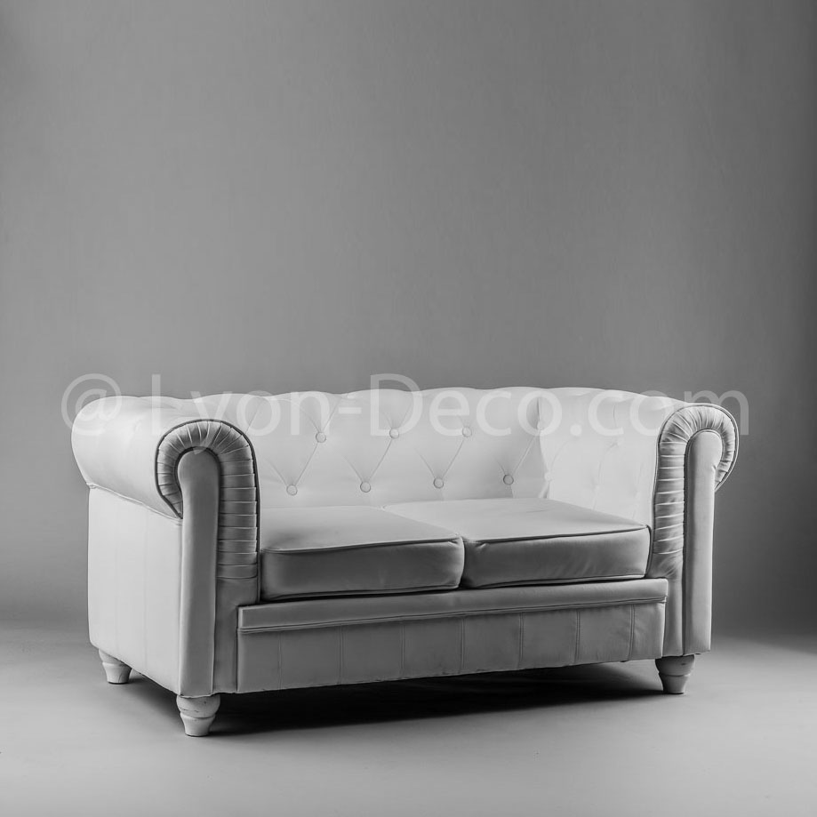 location canap chesterfield blanc 2 pl disponible sur lyon et vienne. Black Bedroom Furniture Sets. Home Design Ideas