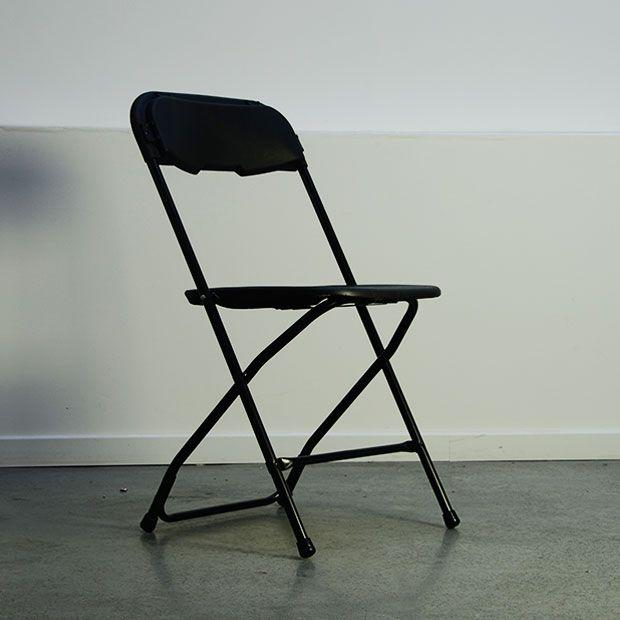 location chaise pliante noire pour confrence runion ou sminaire. Black Bedroom Furniture Sets. Home Design Ideas