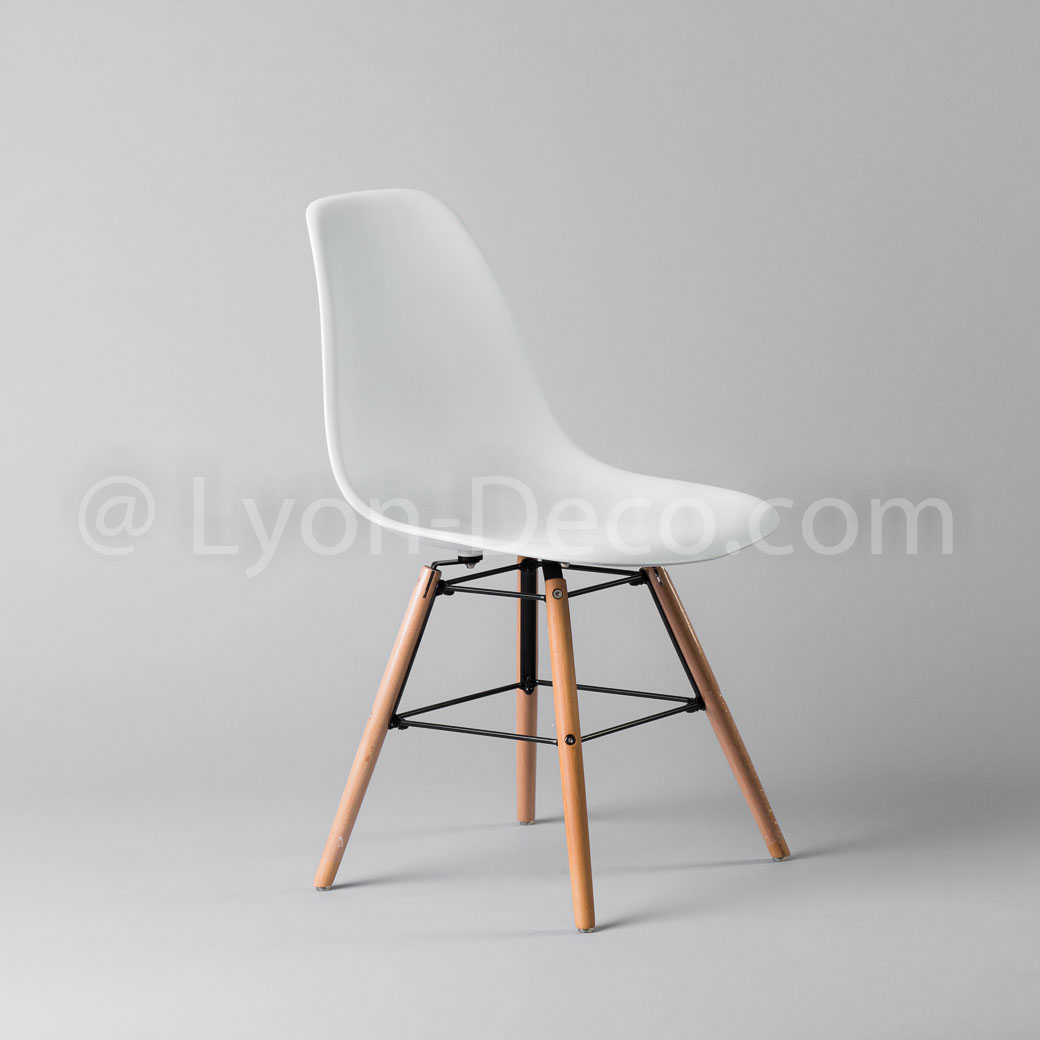 location chaise type eames blanche assise polypropylne pieds bois. Black Bedroom Furniture Sets. Home Design Ideas