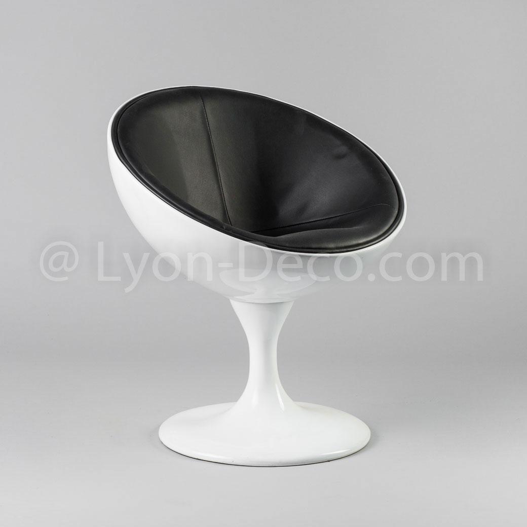 location fauteuil blanc egg assise simili cuir pied chrom pivotant. Black Bedroom Furniture Sets. Home Design Ideas