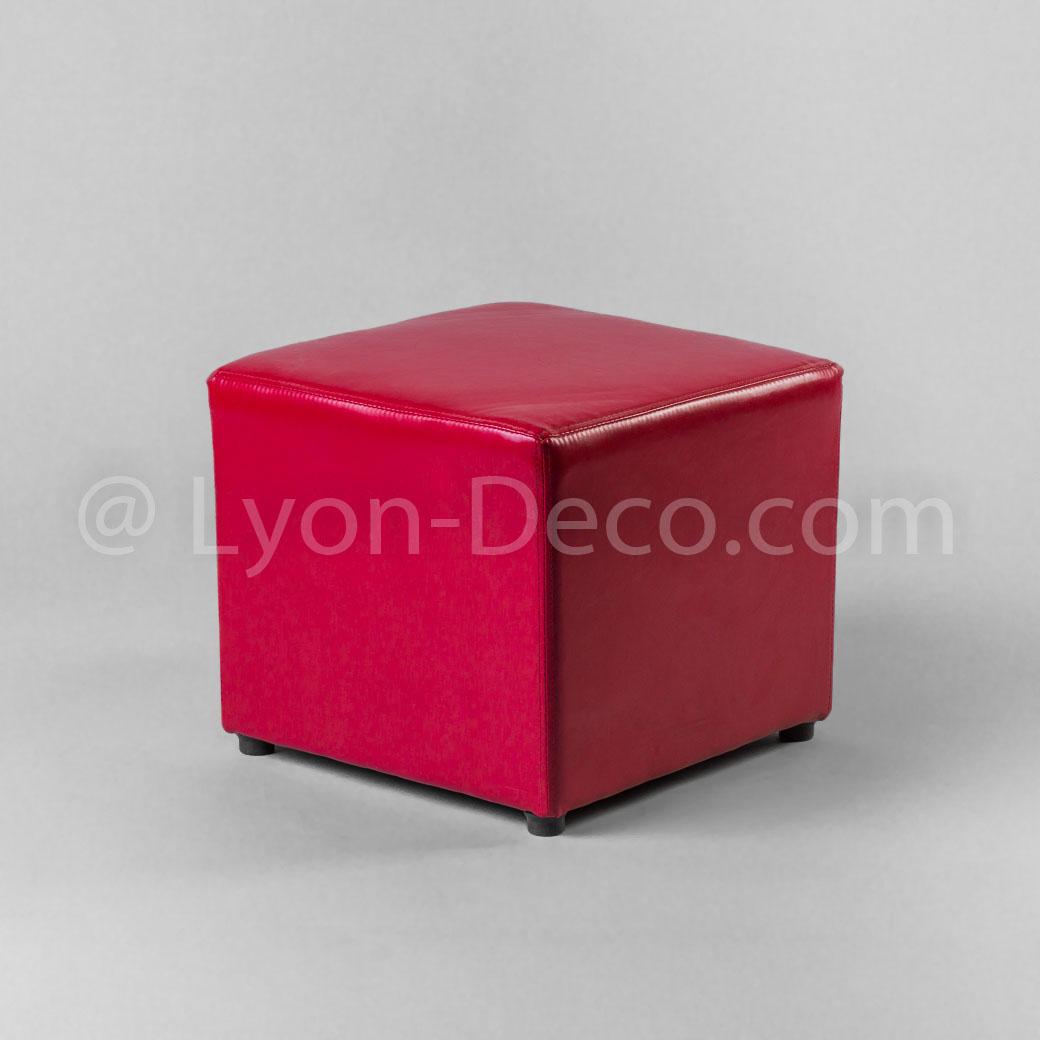 location pouf rouge simili cuir 40cm de cot h 42 cm. Black Bedroom Furniture Sets. Home Design Ideas