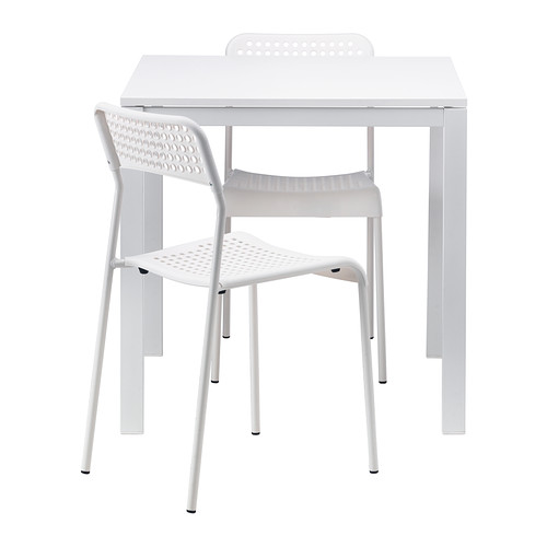 Table blanche carrée + chaise